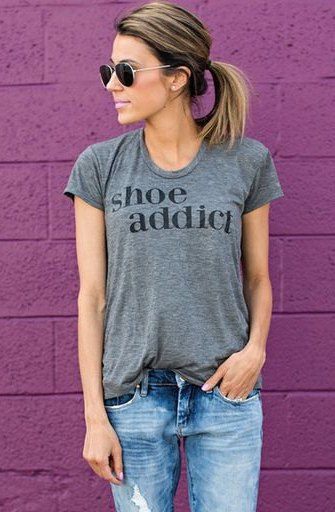 gray t-shirt with fitted print and boyfriend jeans