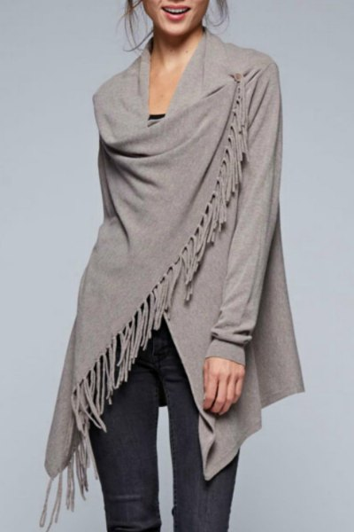gray cardigan with fringes, black skinny jeans