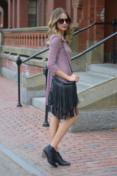 gray knitted mini dress with three-quarter sleeves and black leather wallet with fringes