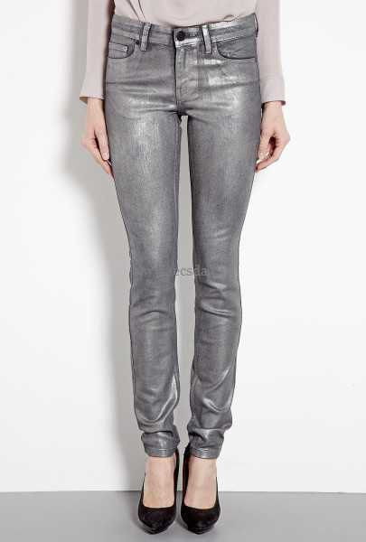 gray long-sleeved T-shirt with silver metallic jeans