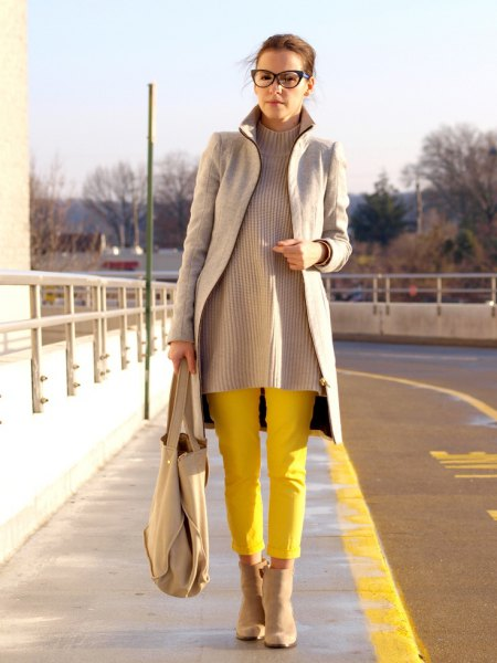 gray longline blazer with ribbed sweater and yellow trousers