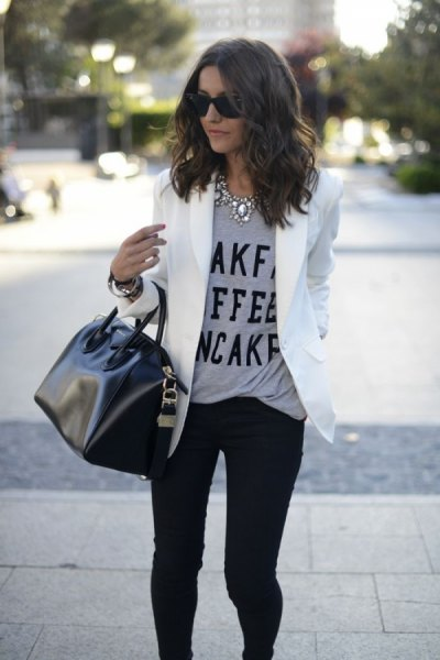gray message t-shirt with white blazer jacket and black skinny jeans