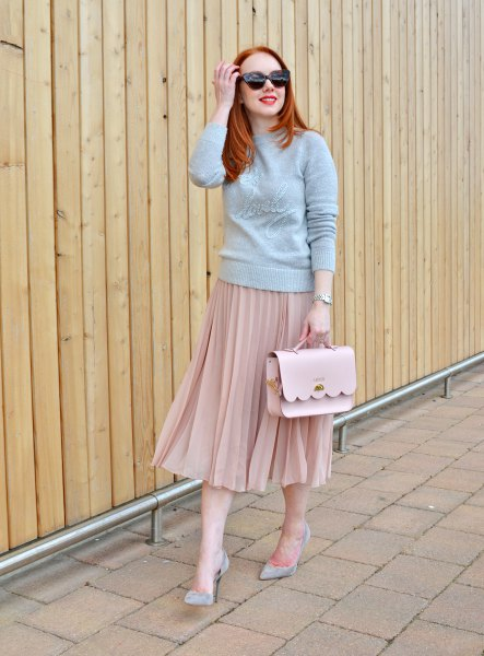 gray sweater with stand-up collar and pink pleated skirt