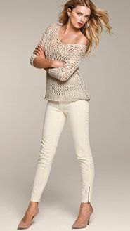 gray knitted sweater with one shoulder, white skinny jeans