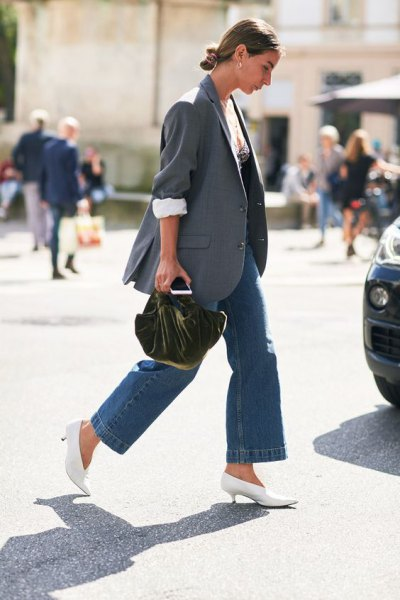 gray oversized blazer with blue jeans and white pumps with kitten heel