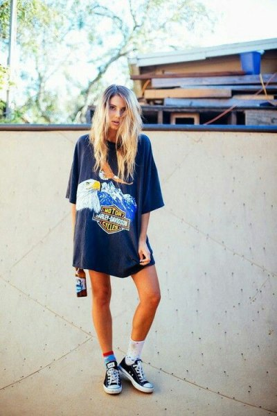 gray oversized graphic t-shirt with team socks and low sneakers