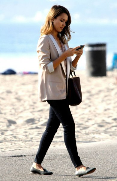 gray oversized three-quarter blazer with black skinny jeans