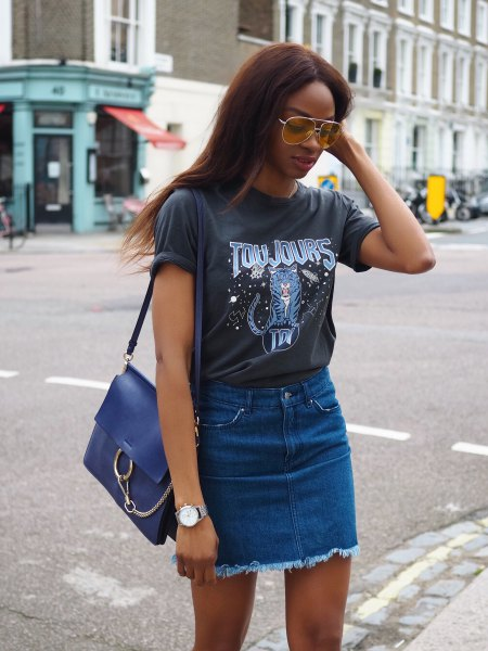 gray printed t-shirt with blue denim skirt with high waist