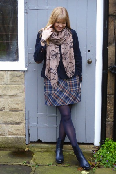 gray printed scarf with checked mini wool skirt
