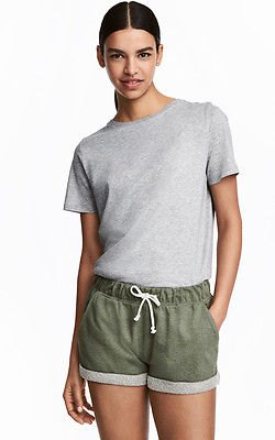 gray t-shirt with relaxed fit and matching mini-shorts made of cotton