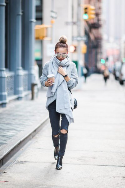 gray ribbed knitted scarf with ripped black skinny jeans