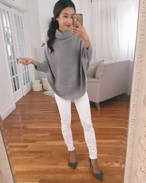 gray ribbed sweater with white skinny jeans