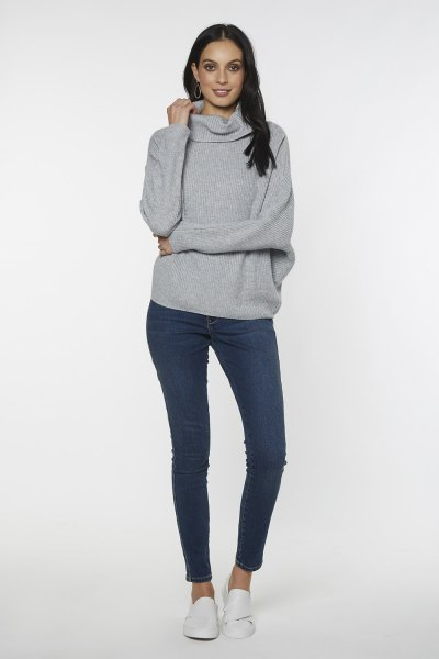 gray oversized sweater with turtleneck and dark blue skinny jeans