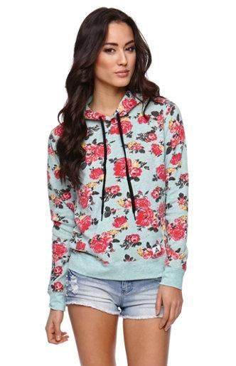 Sweater with gray rose print and blue mini shorts