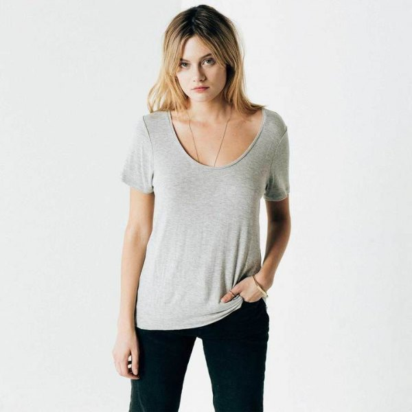 gray t-shirt with scoop neckline and black skinny jeans