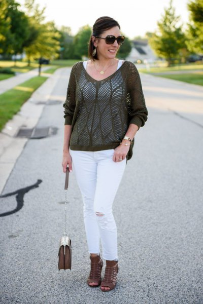 gray, semi-transparent sweater with white, narrow-cut ankle jeans
