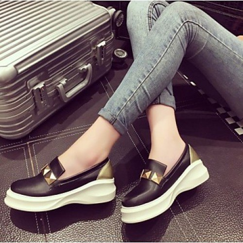 gray skinny jeans with black and white, semi-formal sneakers
