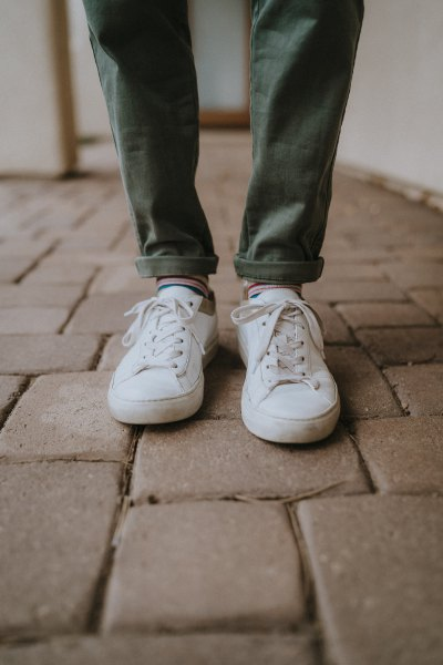gray slim fit jeans with cuffs and crew socks with white sneakers