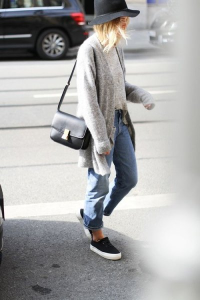 gray cardigan with blue boyfriend jeans and black and white slip-on shoes