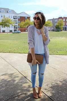 gray cardigan with white T-shirt and light blue skinny jeans