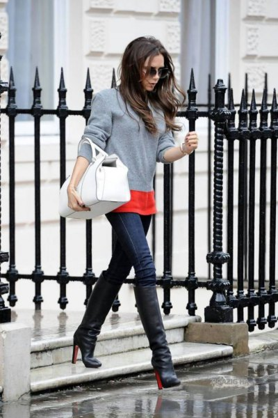 gray sweater with an orange T-shirt and blue skinny jeans