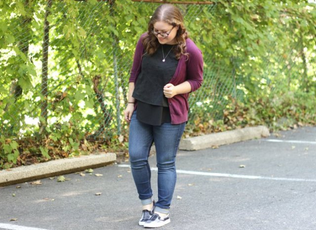gray sweater with skinny jeans and gray checked canvas shoes