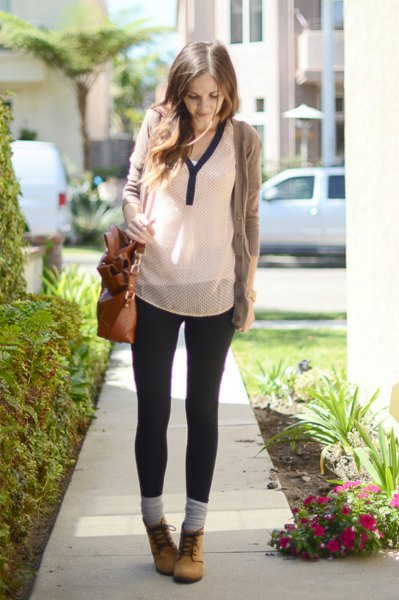 gray sweater with white chiffon blouse and skinny jeans