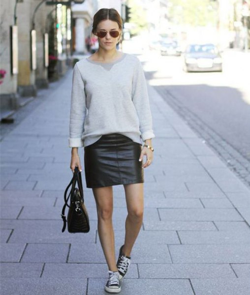 gray sweatshirt with mini skirt and black leather trainers