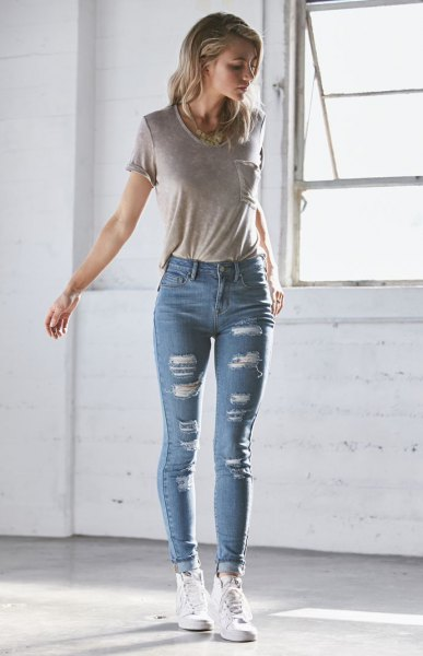gray t-shirt ripped blue skinny jeans