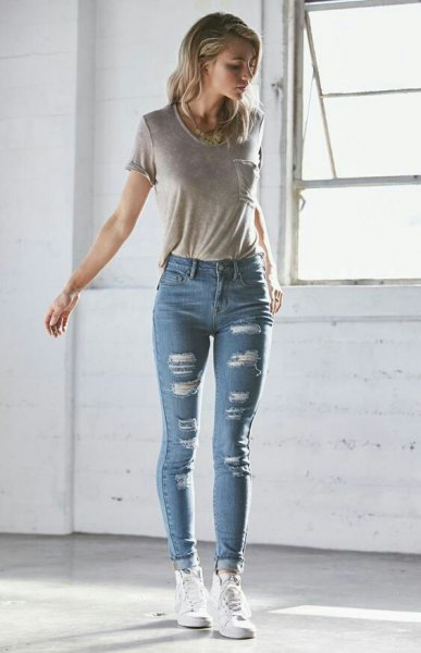gray t-shirt with blue skinny jeans with cuffs