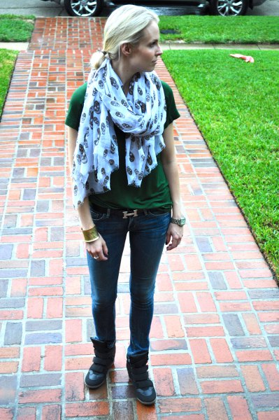 gray t-shirt with blue printed scarf and slim fit jeans