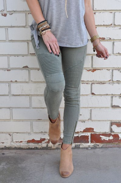 gray t-shirt with matching skinny jeans
