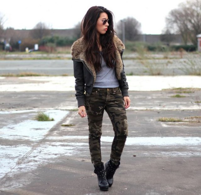 gray t-shirt camo skinny pants