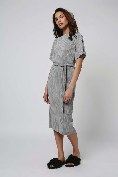 gray midi pleated dress with waistband and sandals made of faux fur