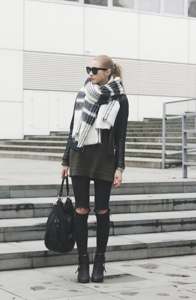 gray tunic sweater with black skinny jeans and white scarf