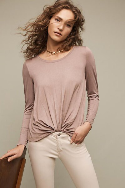 gray twist front top with ivory-colored skinny jeans