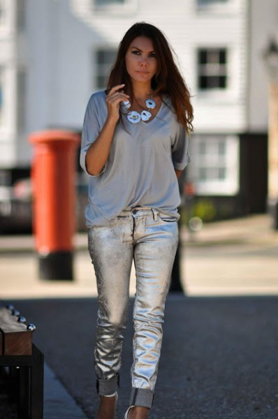 gray t-shirt with V-neck and half sleeves and silver jeans with cuff
