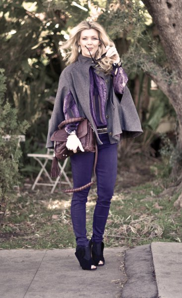gray woolen cloak with skinny jeans and ankle boots