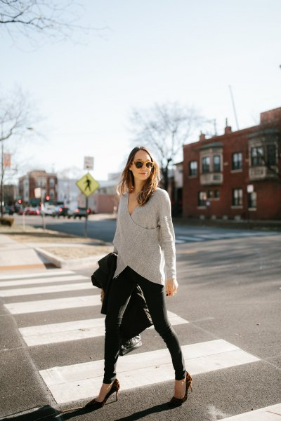 gray wrap sweater with black skinny jeans