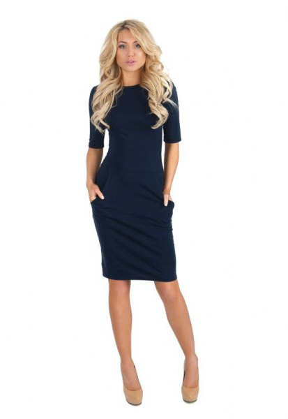 Bodycon dark blue dress with half sleeves and light pink, rounded toe heels