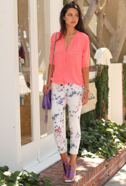 Carol shirt with half sleeves and white, cropped, printed pants