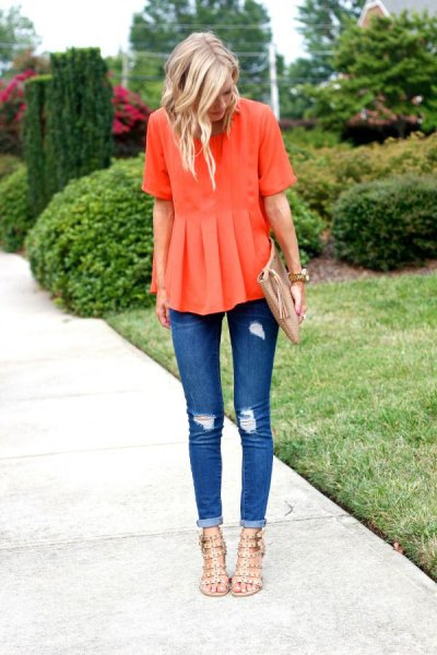 Sheepskin shirt with half sleeves and blue skinny jeans