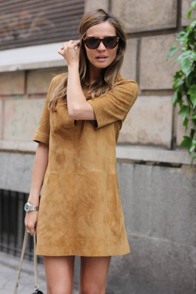 Half-sleeved suede brown mini sheath dress with matching shoulder bag