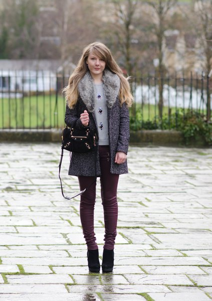 gray mottled faux fur collar with skinny jeans