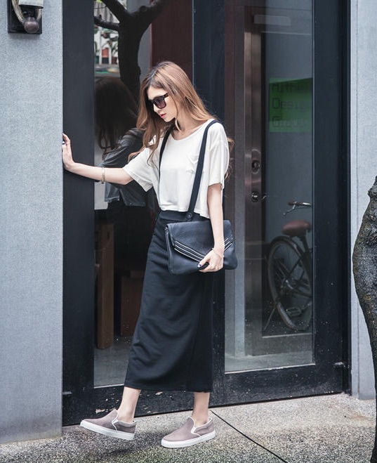 Maxi skirt with a high-waisted sweater