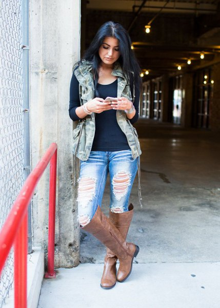 Military vest with hood, black t-shirt and torn boyfriend jeans