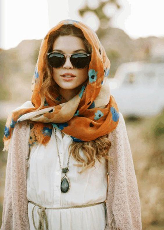 Hooded scarf with a floral pattern