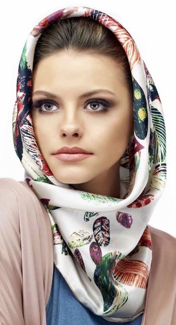 Hooded scarf printed with silk
