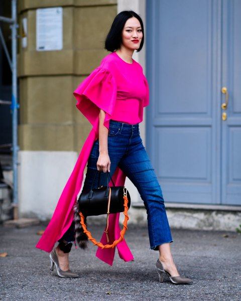 Pink blouse with bell sleeves and short blue jeans