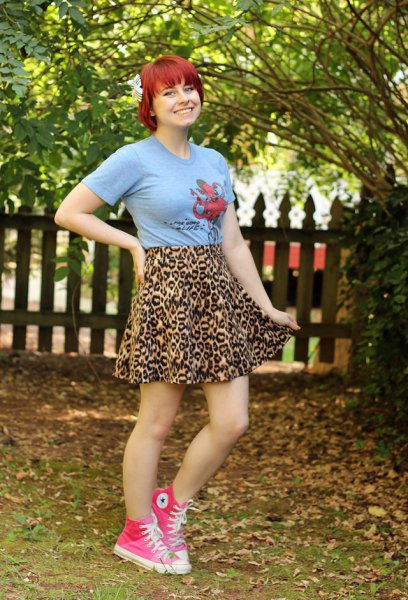 Pink graphic t-shirt with a leopard print minirater skirt